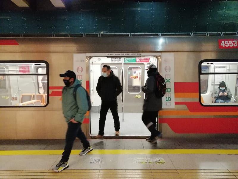 Falla en Línea 4 del Metro de Santiago genera aglomeraciones en paraderos