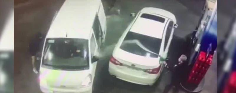 Hombre roció con bencina a asaltantes y logró frustrar robo en Independencia