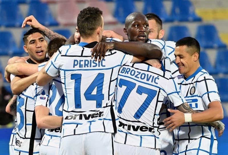 Entró Alexis y llegaron los goles: Inter derrota al Crotone y acaricia el Scudetto