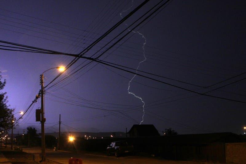 Meteorología advierte probables tormentas eléctricas para este martes en la región Metropolitana
