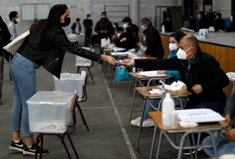 """""""Se deberían postergar las elecciones"""": Colmed advierte sobre escenario """"bastante peor"""" que en abril"""