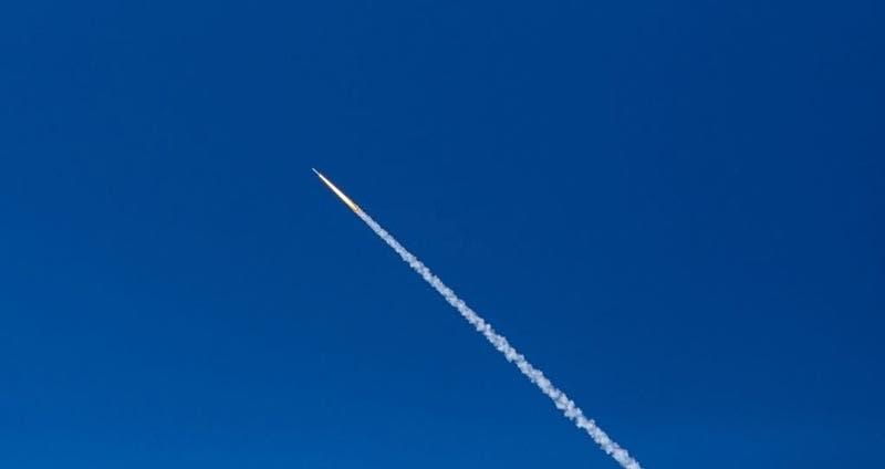 """Científicos en alerta por caída de un cohete espacial chino """"descontrolado"""" en la Tierra"""