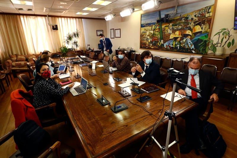 Comisión de Trabajo aprobó proyecto que establece bono a quienes no tienen dinero en cuentas de AFP