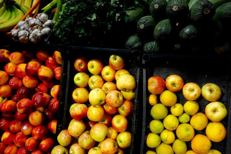 """Lanzan app """"Pedidos Sanos"""" para comprar frutas y verduras desde ferias libres: es sin costo de envío"""