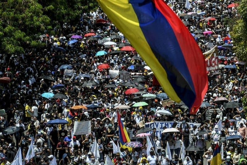 """Duque llama a un diálogo con """"todos los sectores"""" por protestas en Colombia"""