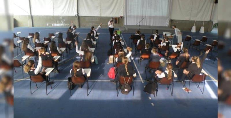 Huechuraba: Colegio Los Alerces suspende 12 cursos por contagios de COVID-19
