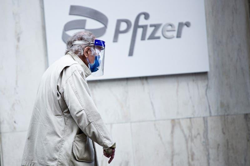 Agencia europea analiza vacunas de Pfizer y Moderna por riesgos de coágulos
