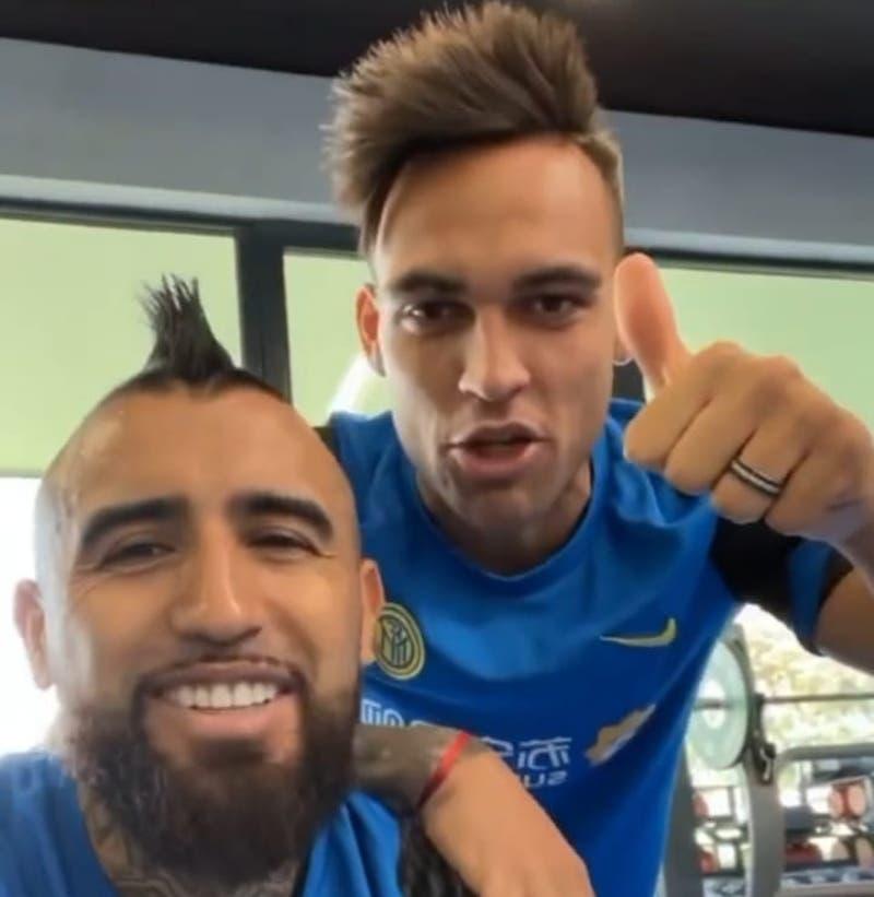"""""""Feliz cumpleaños hermano"""": El cómico saludo de Lautaro, Alexis y Vidal al hijo del """"King"""""""