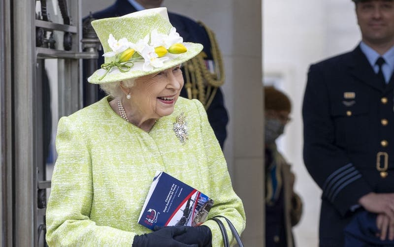 """Reina Isabel sorprende y presenta su propia """"cerveza real"""""""