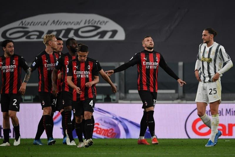 La Juve cayó goleada con el Milán de local y está quedando fuera de Champions