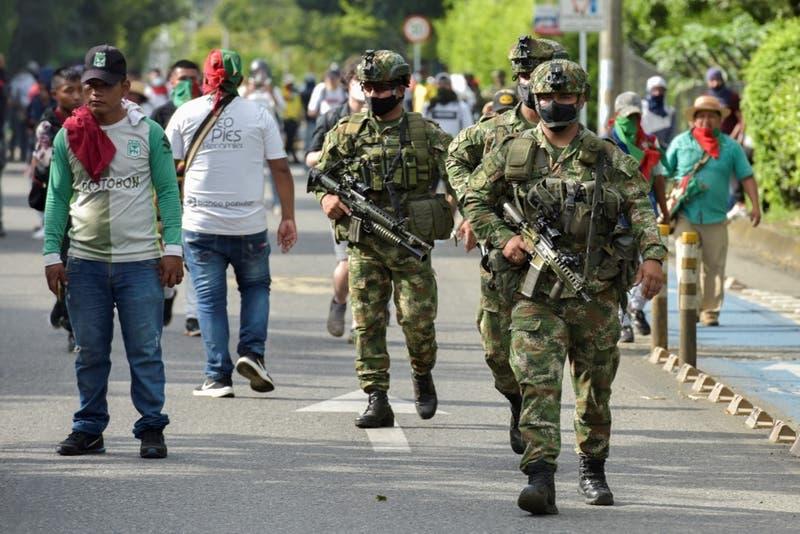 Al menos nueve indígenas heridos por disparos en medio de protesta en Colombia