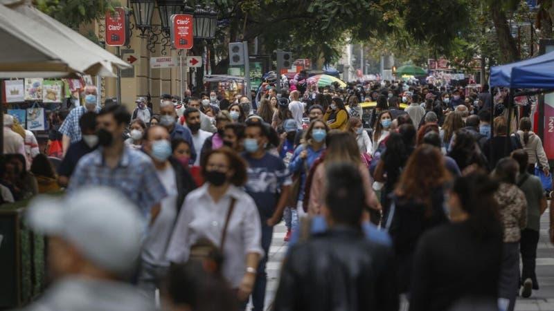 Cadem: Percepción de los chilenos de ser clase media bajó de 43% a 30% en dos años