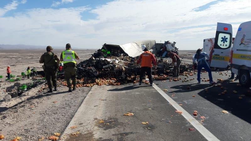 Choque frontal de camiones deja al menos tres muertos en María Elena