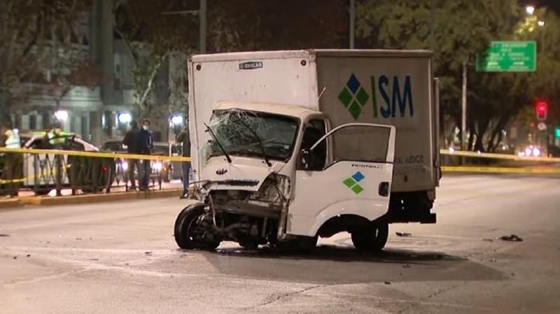 Muere conductor de vehículo tras chocar contra un camión en Providencia