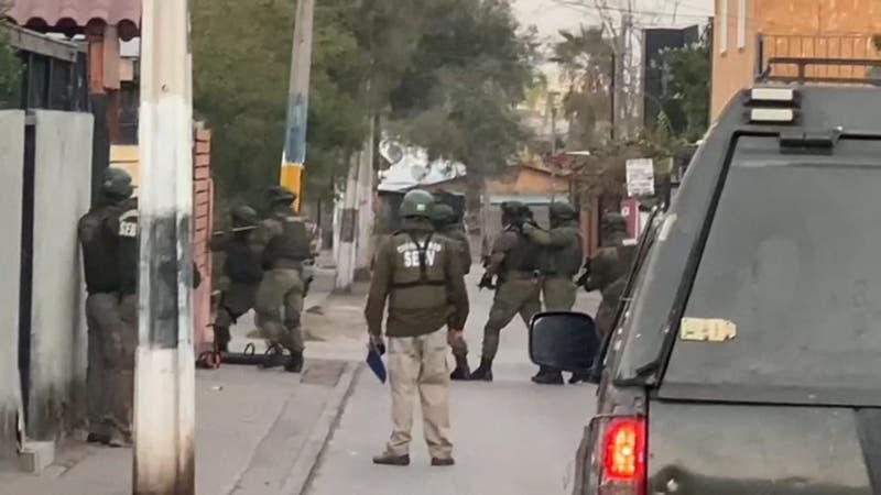 Detienen a sujetos que utilizaban autos prestados para atacar comisarías en Huechuraba
