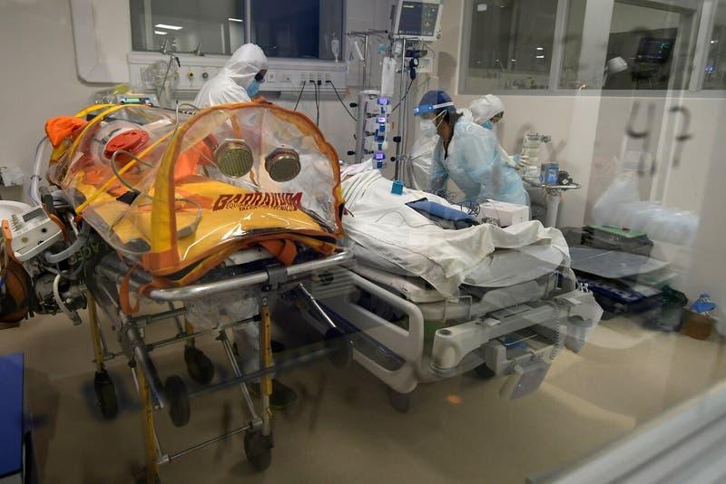 Chile registra 3.920 nuevos contagios de COVID-19 este miércoles: activos bajaron a 32 mil