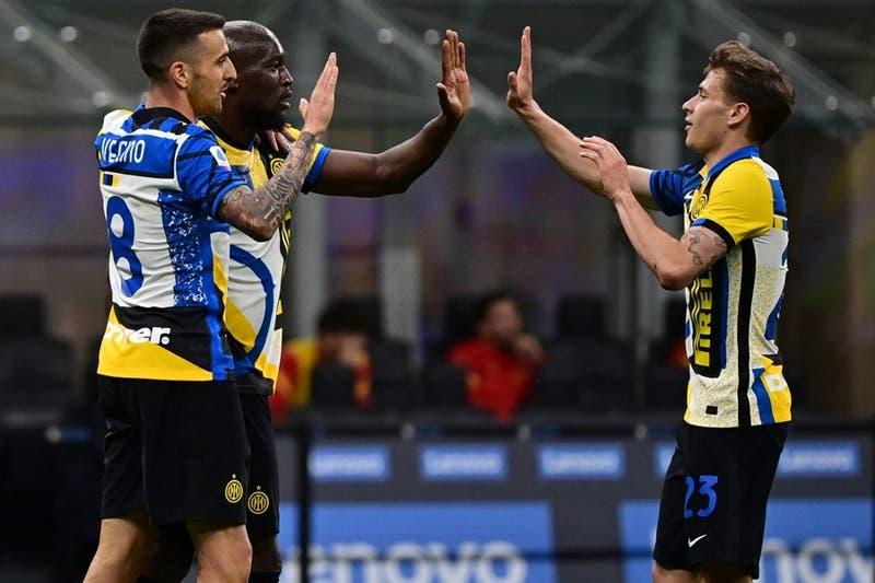 Alexis se retiró lesionado: El campeón Inter de Milán venció a la Roma en la Serie A italiana