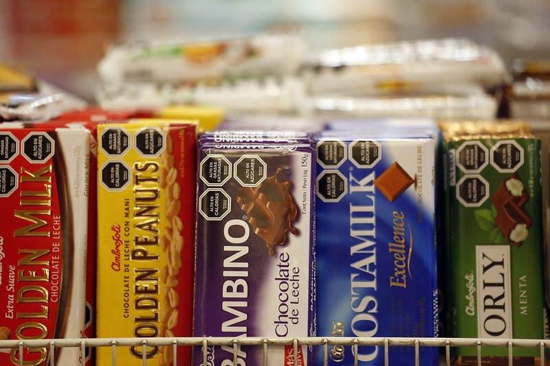 PCR gratuito e impuesto a alimentos no saludables: Las otras propuestas para los mínimos comunes