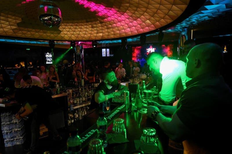 Mascarillas en pista de baile y más salidas: Cómo será la reapertura de discoteques en España