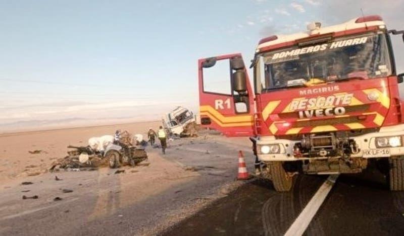 Choque entre camión y auto deja cuatro personas muertas en la Región de Tarapacá