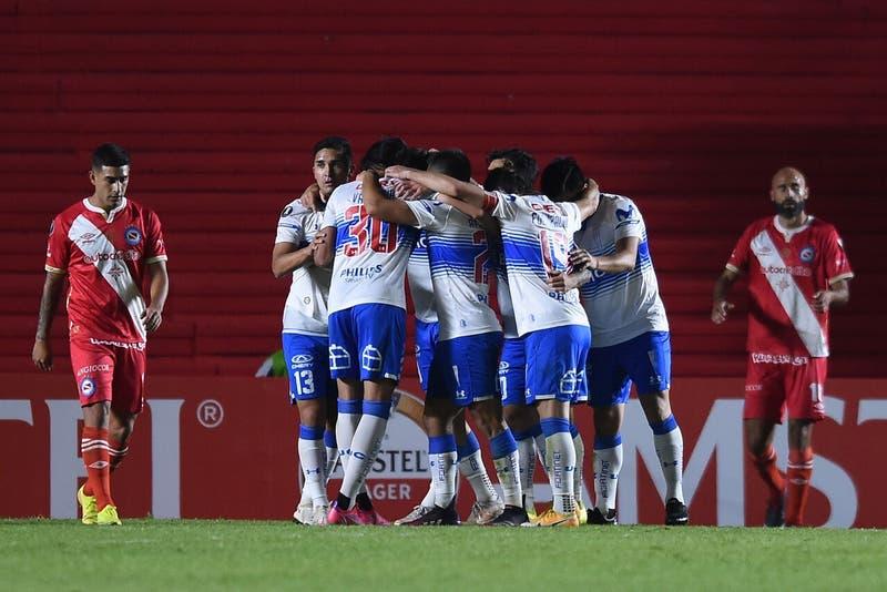 La UC logra triunfo de oro ante Argentinos Juniors en Buenos Aires y se ilusiona en la Libertadores