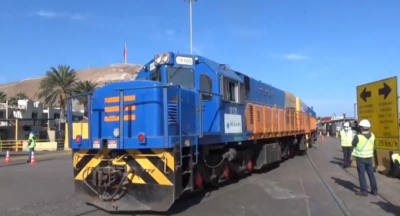 Camioneros bolivianos bloquean rutas a Chile y Perú en protesta por tren hacia Arica