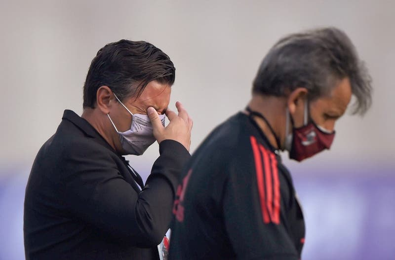 La molestia de Marcelo Gallardo tras incidentes en medio de partido Boca-Junior en Colombia