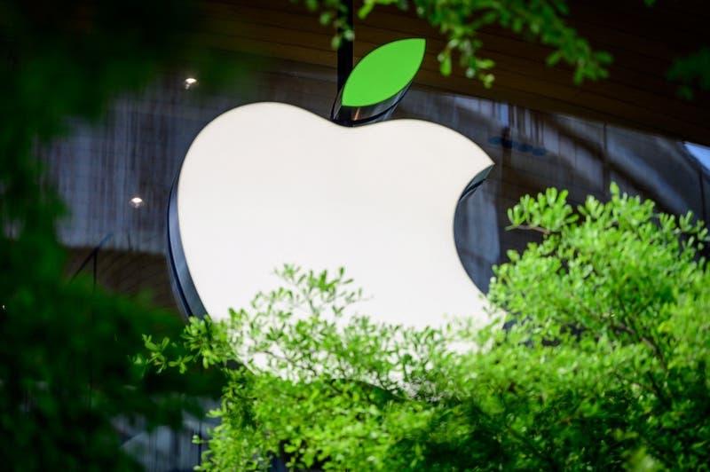 """Apple contrató a un ex ejecutivo de Facebook y lo despidió dos días después por """"misógino"""""""