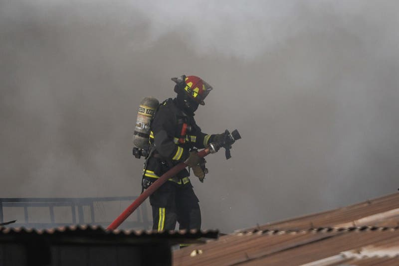 Dos niños resultan heridos en incendio al interior de una vivienda en Puente Alto