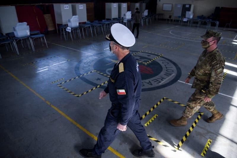 """Ministro de Defensa: """"Nuestras FF.AA. cuentan con la preparación para garantizar el proceso"""""""