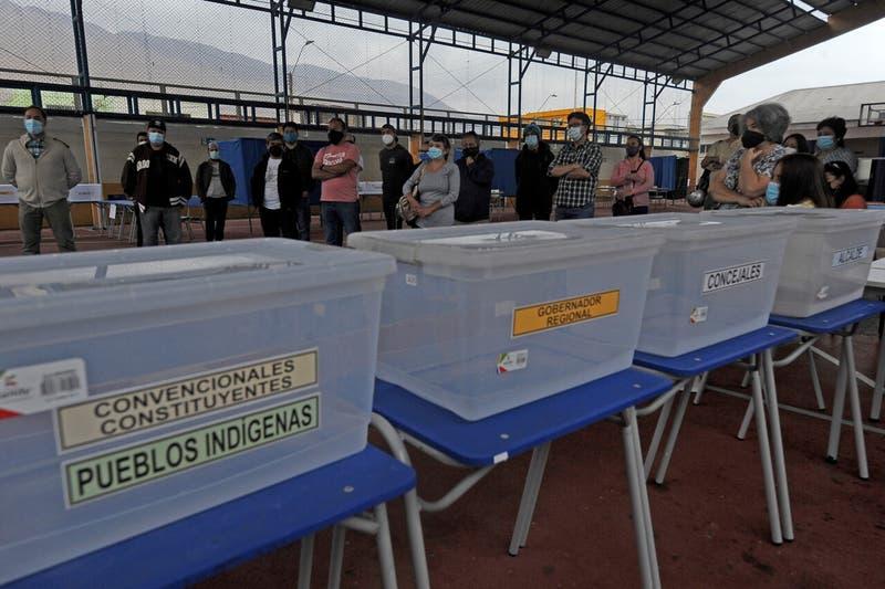 Elecciones 2021: Carabineros ha detenido a siete personas por negarse a ser vocal de mesa