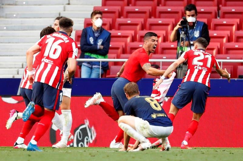 Suárez le da un triunfo agónico al Atlético que lo acerca al título: El Barca quedó sin opciones