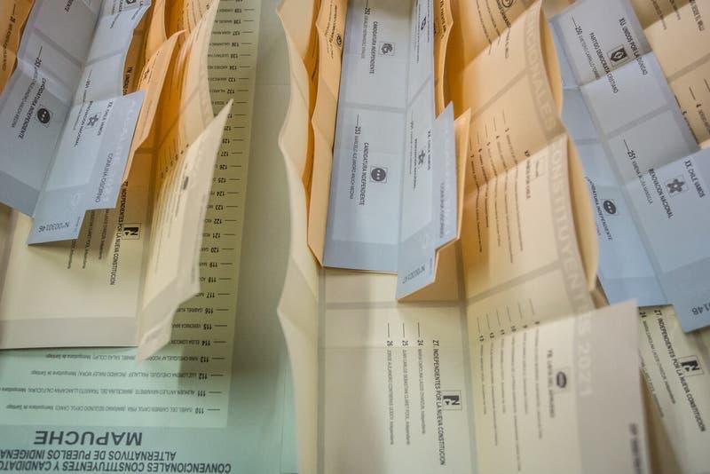 Detienen a mujer acusada de ofrecer 10 mil pesos para que voten por un candidato a concejal