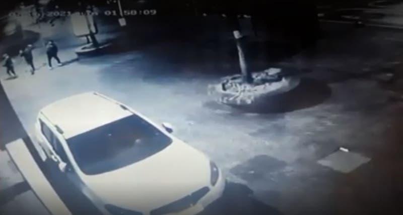 Skater mata a hombre en situación de calle tras golpearlo con una patineta en la cabeza