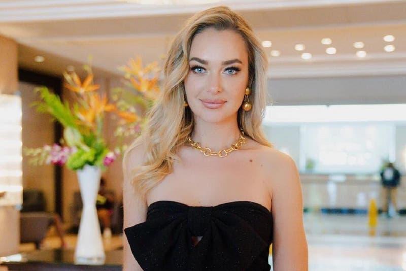 Rojo y escotado: Daniela Nicolás deslumbró con elegante vestido en gala final del Miss Universo