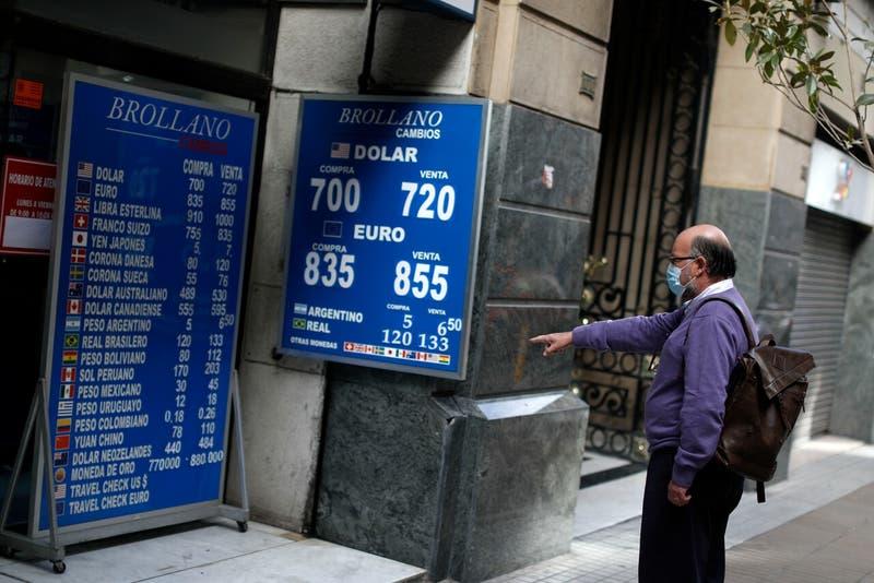 Dólar en Chile sufre fuerte alza tras elecciones: es el mayor salto desde noviembre de 2019