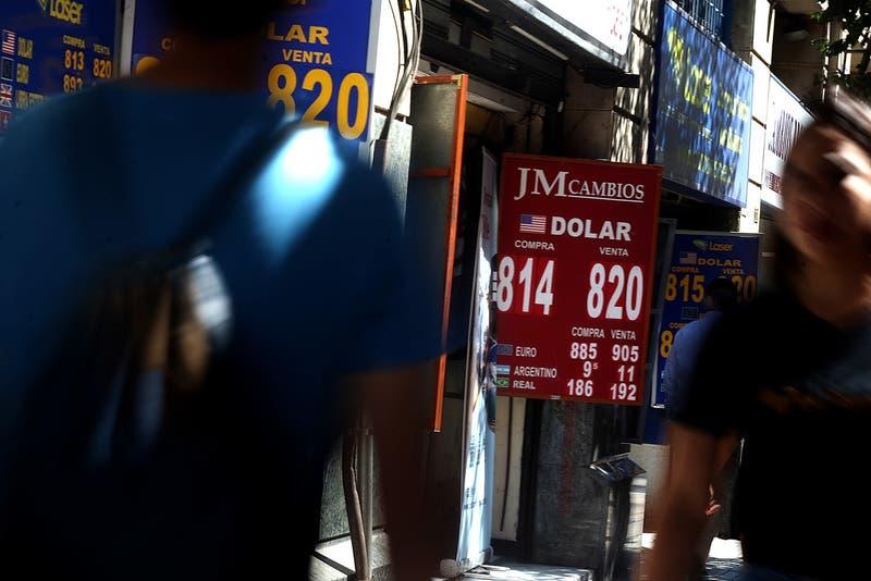 Bolsa de Santiago se desploma 9,6% en apertura tras resultado de votación por Constituyente