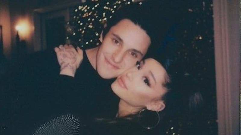 Ariana Grande y Dalton Gómez se casaron en secreto durante este fin de semana