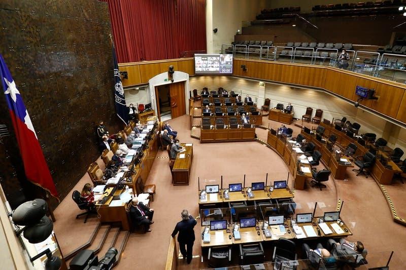 """Senado declara admisible proyecto de impuesto a los """"súper ricos"""" que fue rechazado en la cámara"""