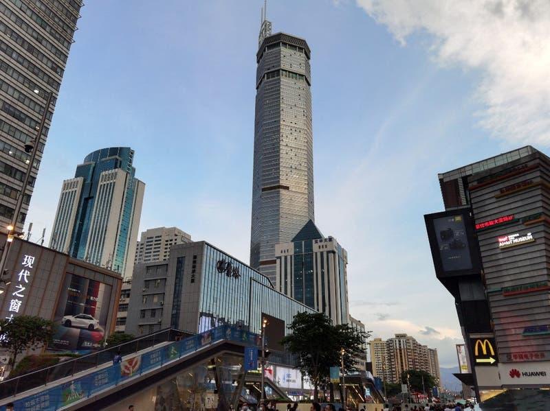 [VIDEO] Pánico desatado en China luego que rascacielos tambaleara por razones desconocidas