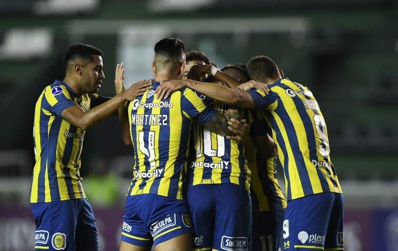 Huachipato cae goleado ante Rosario Central y complica su clasificación en Copa Sudamericana