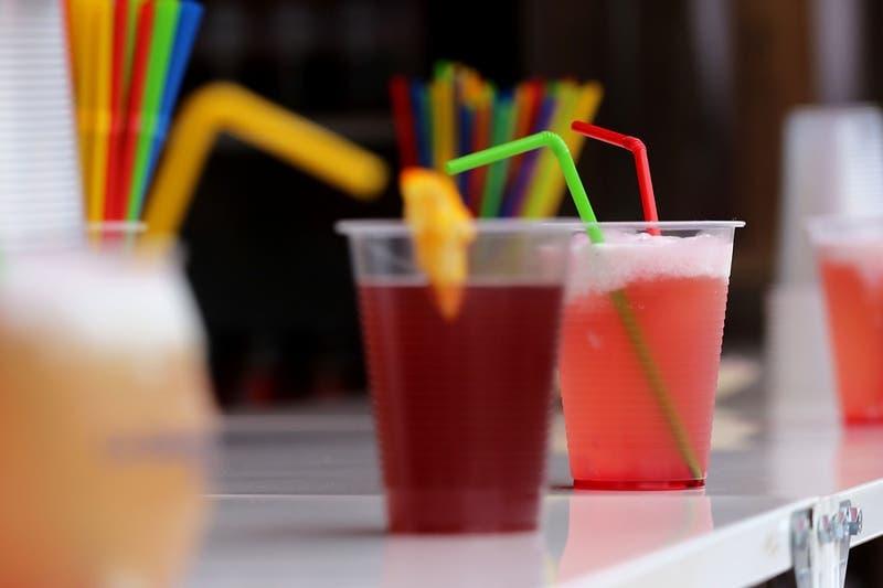 Congreso despacha proyecto que prohíbe plásticos de un solo uso en alimentos