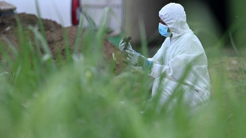 Descubren al menos 14 víctimas enterradas en casa de ex policía en El Salvador