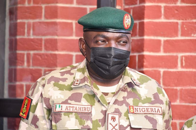 Murió el jefe del Ejército de Nigeria al estrellarse un avión