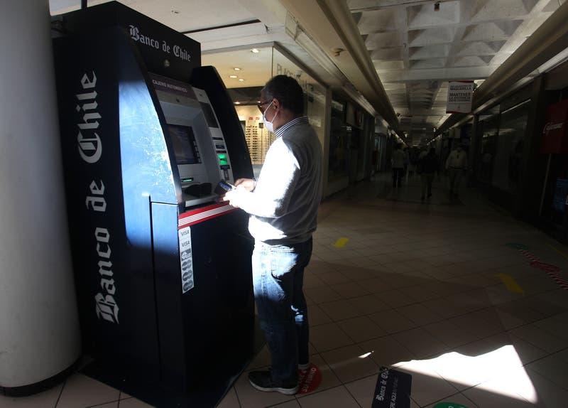 [VIDEO] La odisea por encontrar un cajero automático funcionando y con dinero