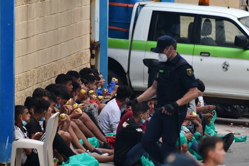España se pregunta qué hacer con cientos de niños perdidos en Ceuta