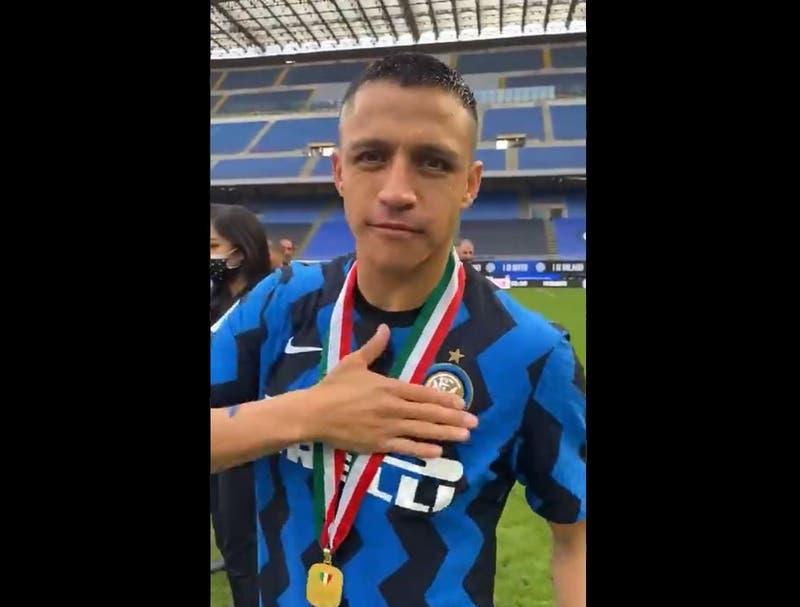 El saludo de Alexis Sánchez a Chile en la premiación del Inter
