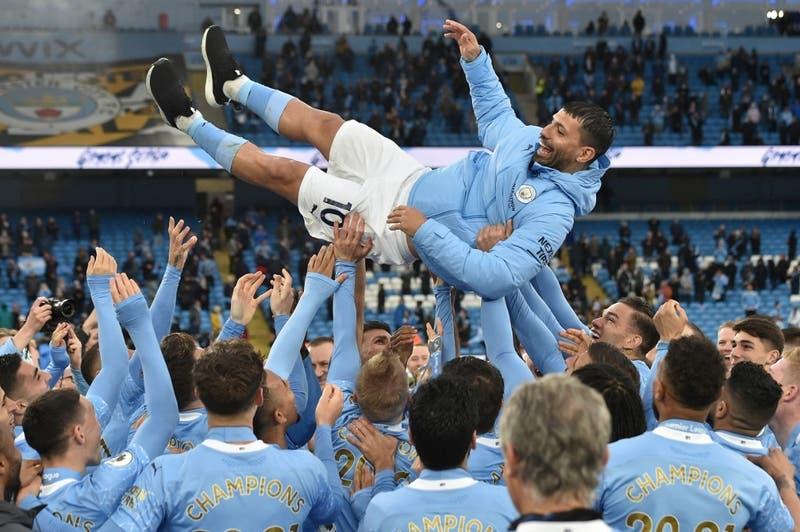 Agüero se despidió de la Premier League don un doblete en la goleada del City al Everton