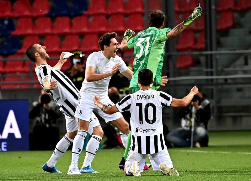 La Juve goleó al Bologna de Medel y finalmente, irá a Champions