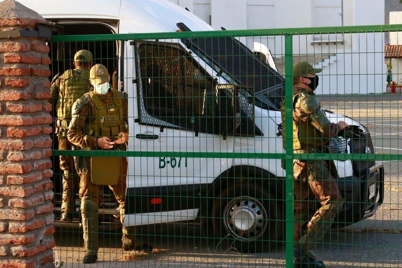Detienen a 10 personas por fiesta clandestina en motel de Chillán: 5 eran menores de edad